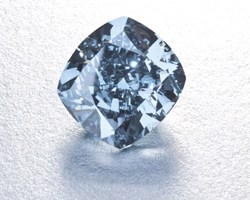 cut-flawless-blue-diamond-weighing-7.03-carats