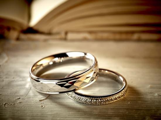 Domino to showcase 'Platinum Gold' wedding bands at Basel