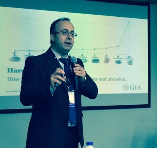 GIA instructor gives diamonds seminar at VicenzaOro Dubai