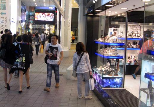 Footfall brisk as Hong Kong jewellery fair opens