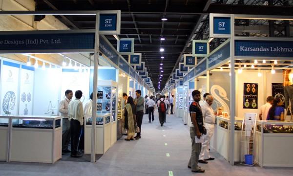 Mumbai fair launches 2012 calendar, faces tough market