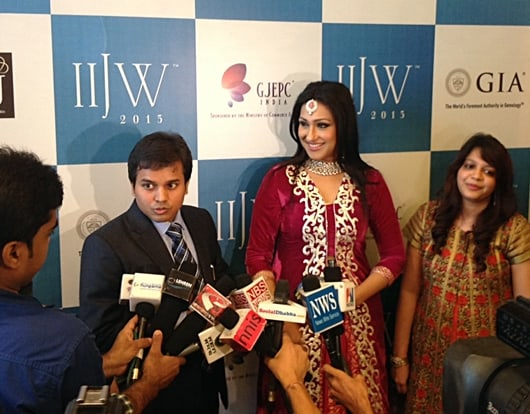 Models showcase jewels rich in Indian heritage at IIJW