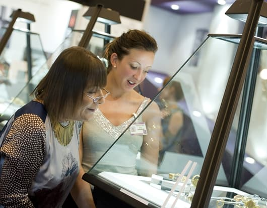Londoners Love their Luxuries –LUXURY by IJL's Christmas Consumer Survey