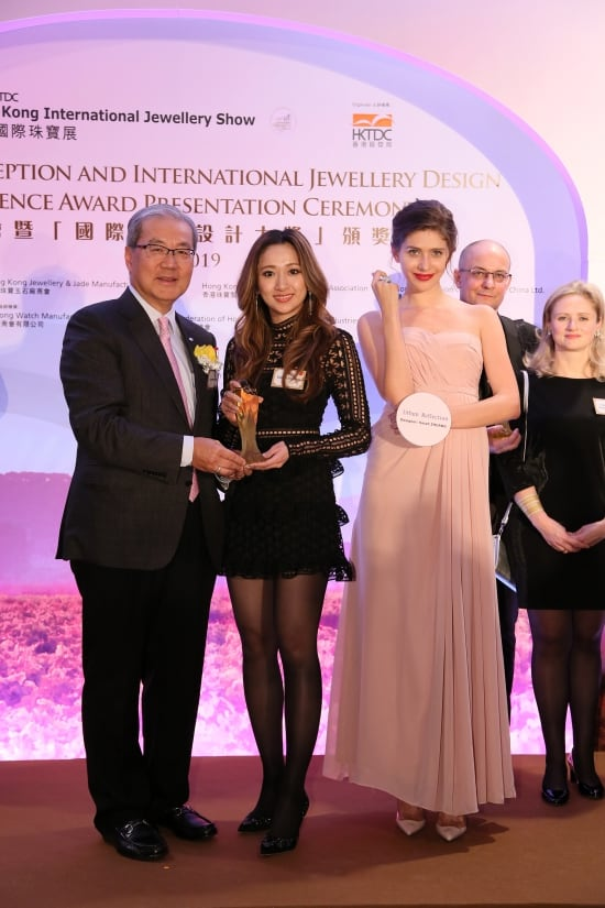 Sarah Zhuang wins at International Jewellery Design Excellence Awards