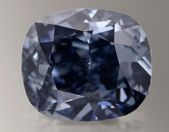 Hong Kong buyer acquires Blue Moon for $48.4 million, world record price for gemstone at auction