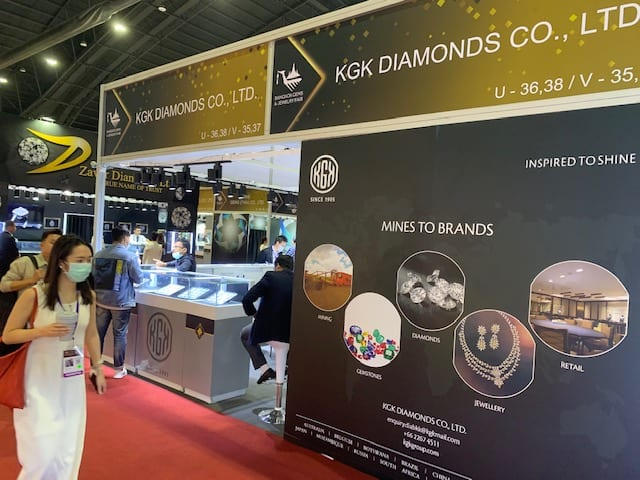 COMMENTARY – Diamond prices risk falling further as economic downturn bites