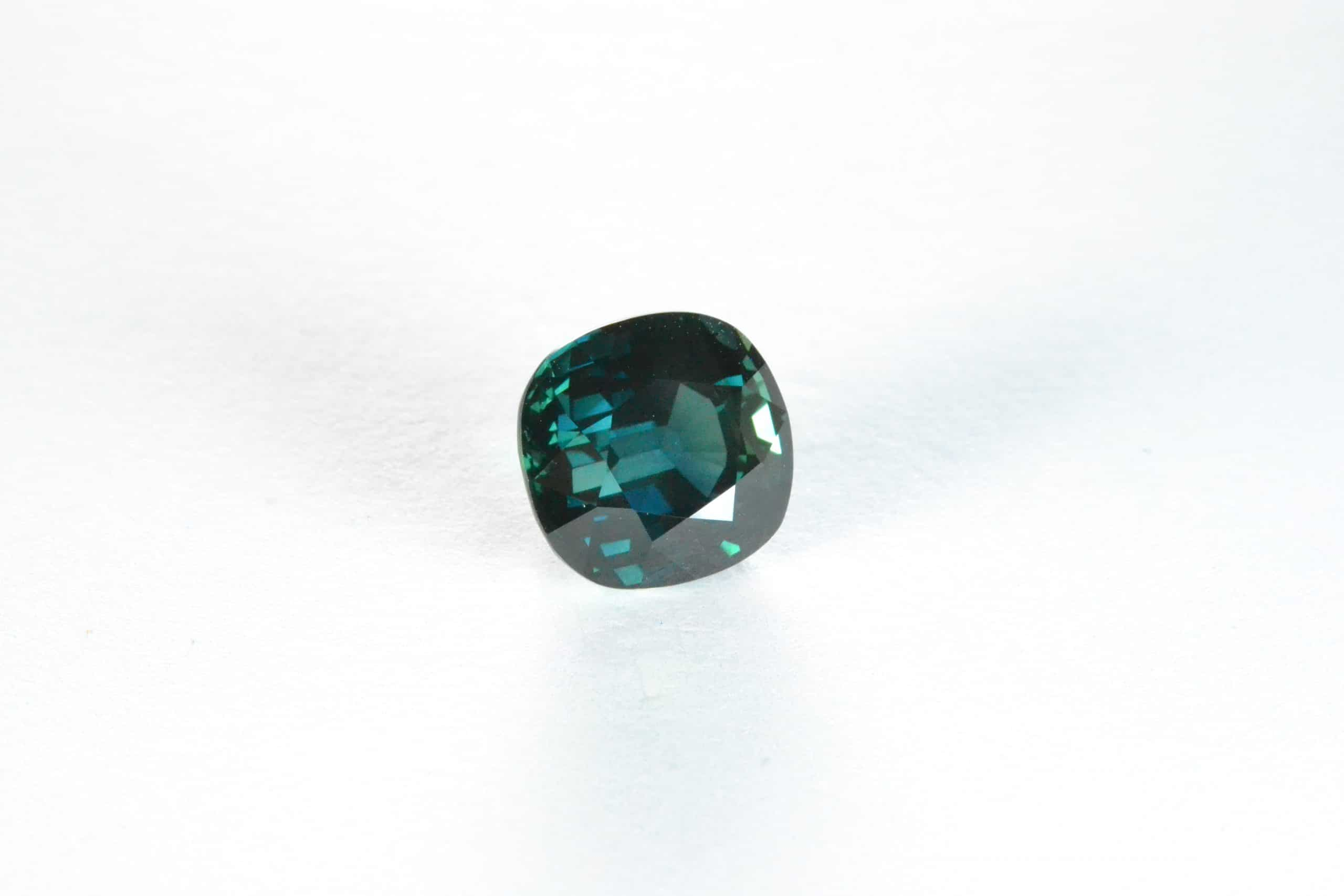 GEM SHOWCASE: Teal sapphires in magnificent blue-green reflect the ocean and land