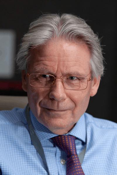 Gemmologist Kenneth Scarratt