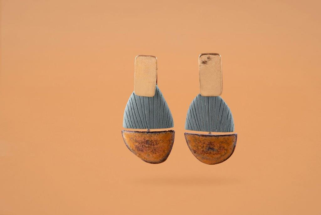 Earrings by Maria Diana in coloured porcelain with precious metals